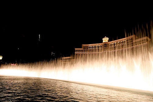 the bellagio fountain light show