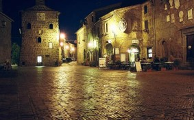 Sovana by night