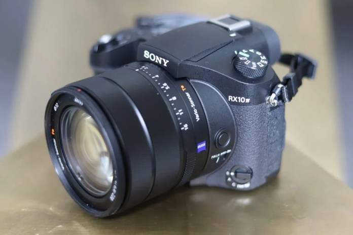 Sony-rx10-mark-iv-hero-4