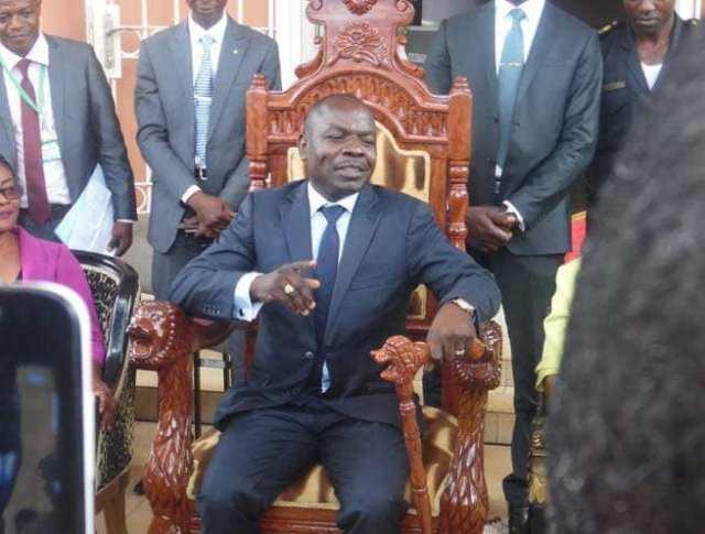 Cameroun : pays du Franglais, Jean — Pierre Du Pont