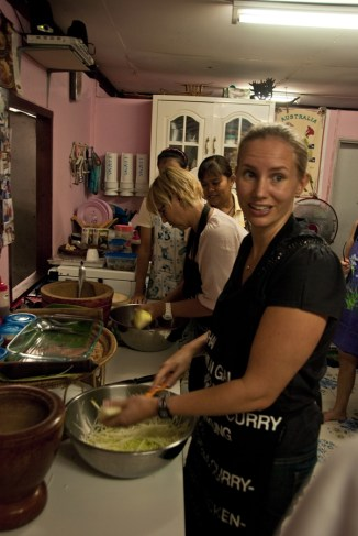 Helping Hands in Khlong Toey and Cooking with Khun Poo