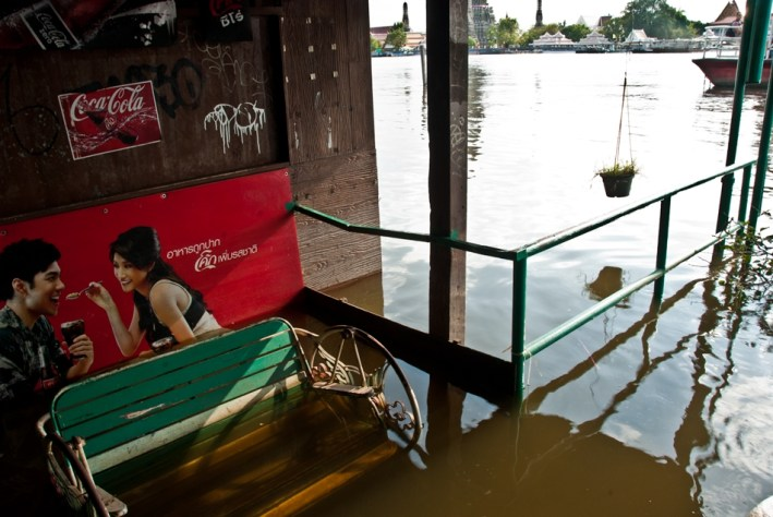Flooded neighbourhood along the Chao Praya River in Bangkok