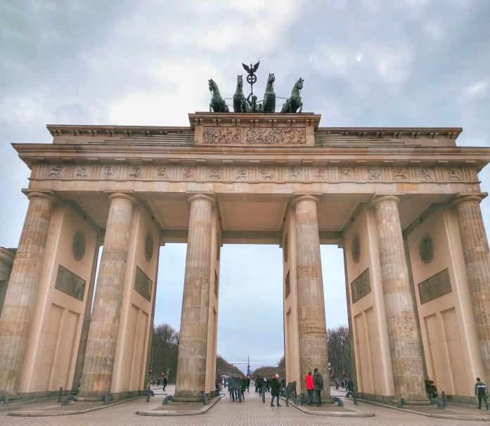 Puerta de Brandenburgo. Berlín en un día
