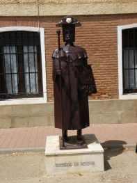 San-Nicolas---Villal-Cazar-de-Sirga-18-Revenga-de-Campos-04-statue-of-pilgrim