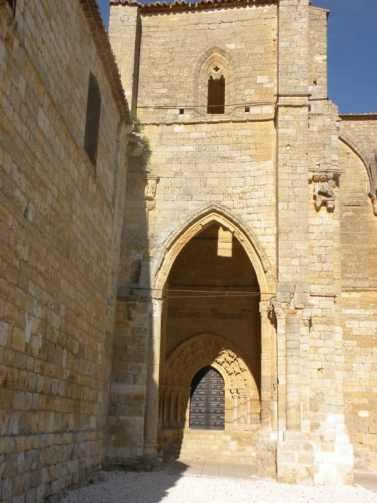Villal-Cazar-de-Sirga-11-templar-church-02