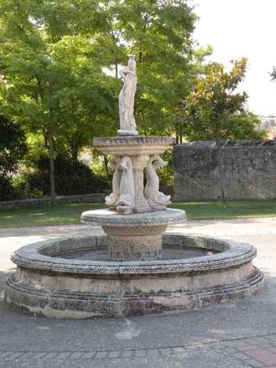 Cirauqui - Villamajor de Monjardin 04 Villatuerta 04 fountain