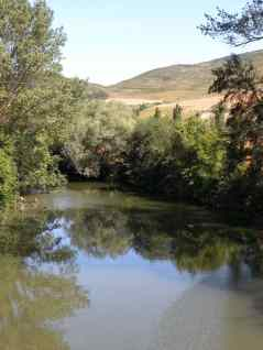 Larrasoana - Cizur Minor 17 Iroz 03 river with mountain