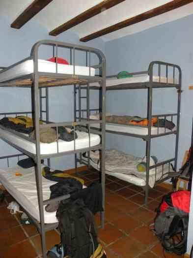 Viana Hostel albergue 3 level bunkbeds camino Frances