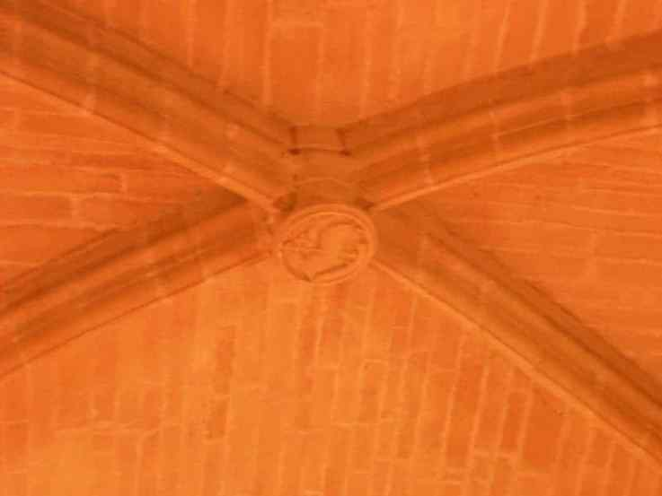 Viana 24 gallery - ex refugio 04 vault orange