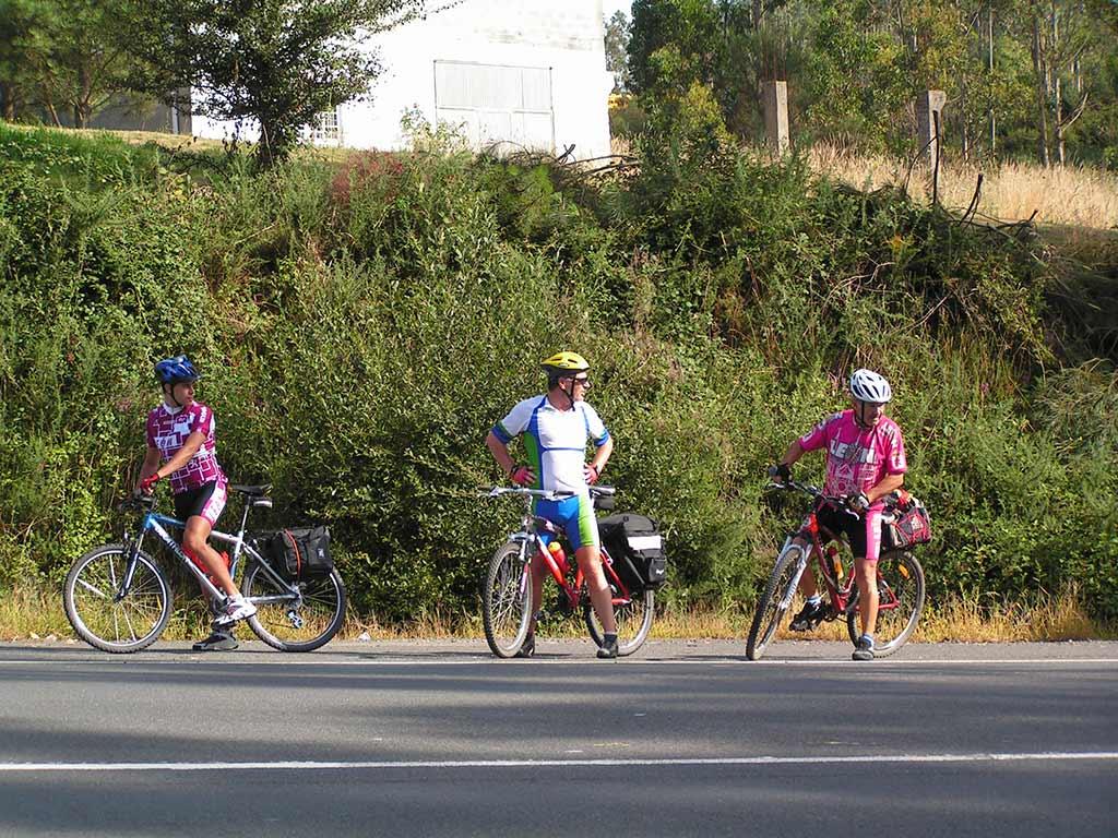ciclistas en el camino de santiago