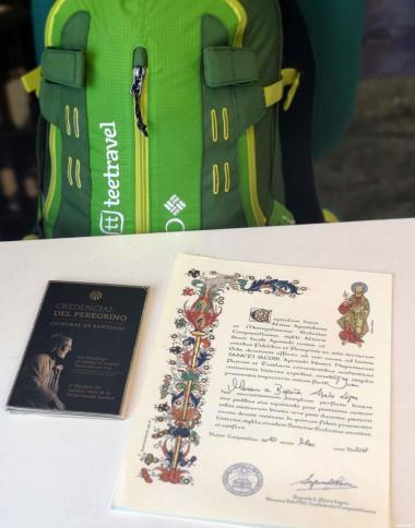 Nuestra mochila, la Credencial del peregrino y la Compostela!