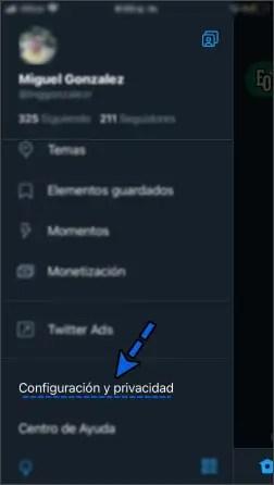 Seleccionar Configuración y privacidad en el menú de Twitter