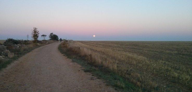 הירח בדרך מ-Hornillos del Camino ל-Itero de la Vega