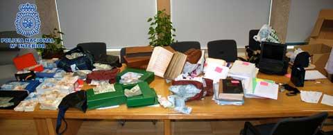 Alles dieses wurde bei den Hausdurchsuchungen gefunden.