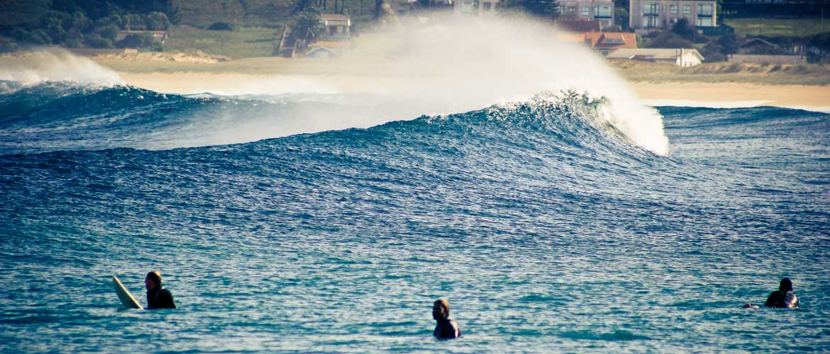 Offshore at la punta with Michi and Peter in the empty lineup
