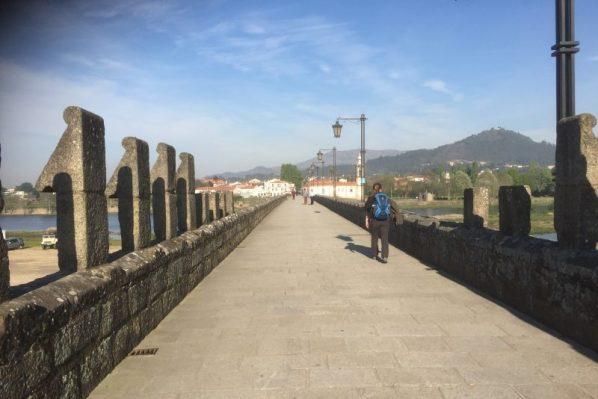Vi krydser den gamle bro dagen efter - mod Cossourado Pecene
