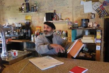 Dag 21 - på Elvis Bar i Religiøs - ejeren