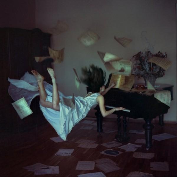 "Serie ""Distorted Gravity"" por Anka Zhuravleva"