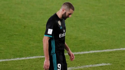 ¡Mirando!Benzema loco escupe pastel + jugar el Real Madrid cree realmente.