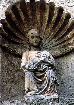 La statua proveniente da Santa Maria dell'Avella