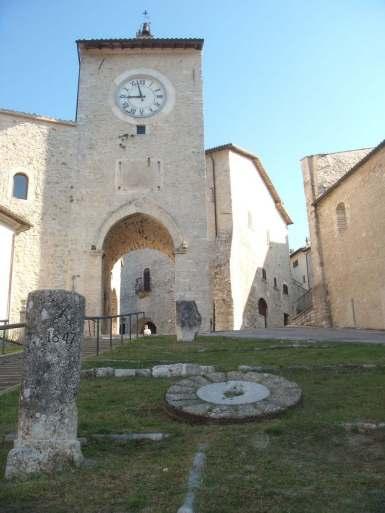 Torre dell'Orologio, macine, cippo di confine