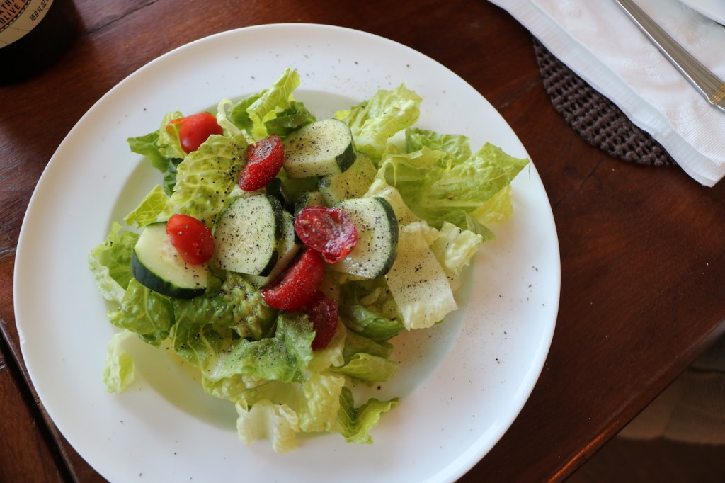how to make a delicious simple garden salad