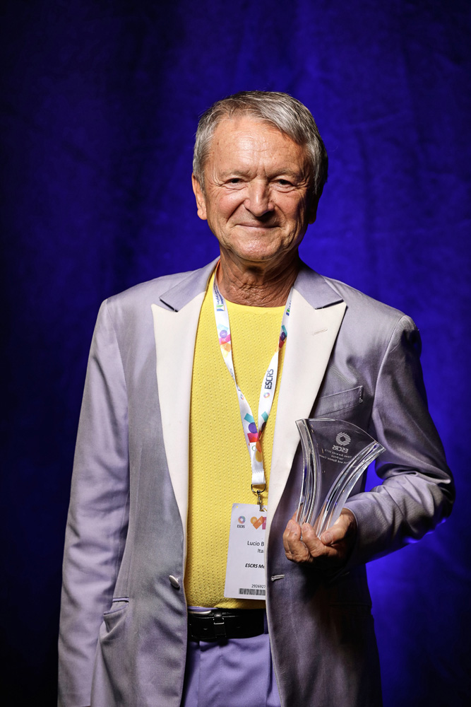 ESCRS 2019 - Lucio Buratto ritira il primo premio ai Video Awards 2019