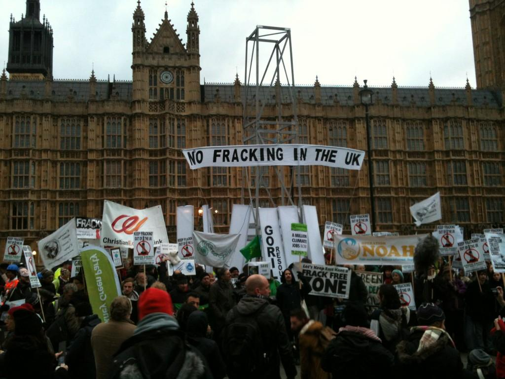https://i0.wp.com/www.campaigncc.org/sites/www.campaigncc.org/files/no-fracking-outside-parliament.jpg