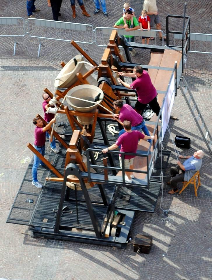 """All'interno della rassegna """"Soli Deo Gloria"""" -edizione 2013-  i campanari reggiani impegnati nelle manifestazioni di suono manuale nella piazza antistante la Cattedrale."""