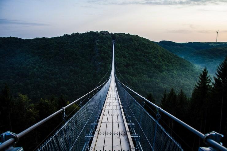 Camping entlang des Rheins: die Geierlay Hängebrücke