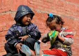 Bimbi a Kathmandu - Campane Tibetane Torino