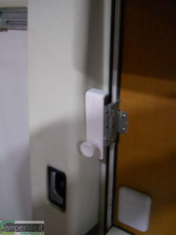 Blocco di sicurezza sulla porta cellula II  CamperLife