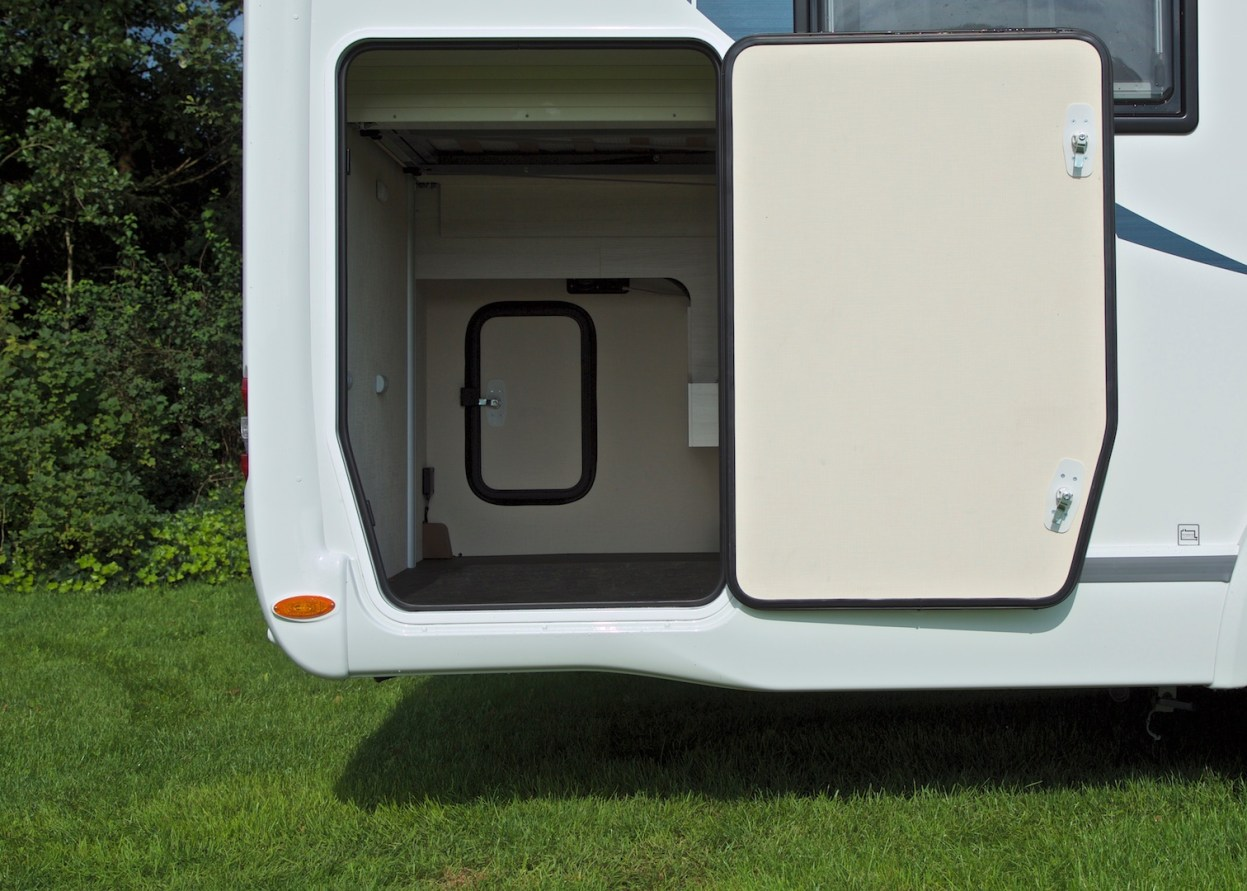 Chausson 718 EB Welcome 2016 garage Campers Noord