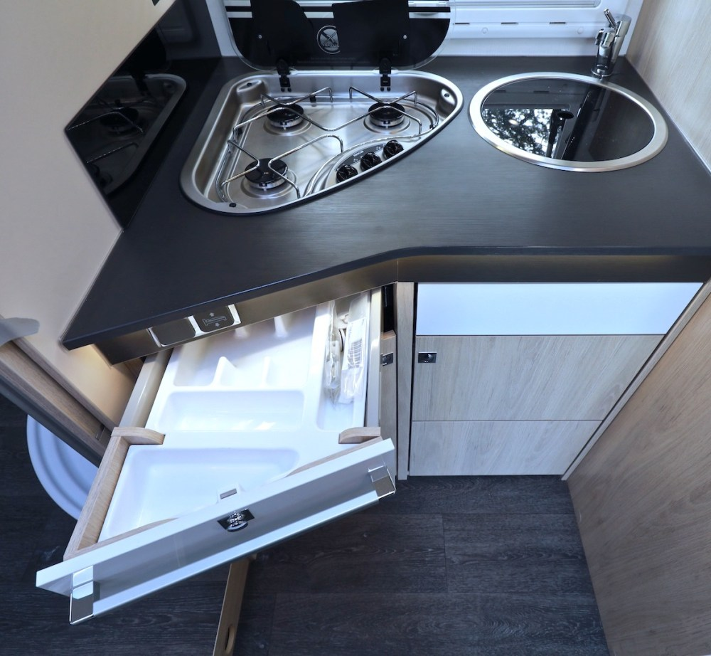Keuken Challenger 398 XLB bij Campers Noord