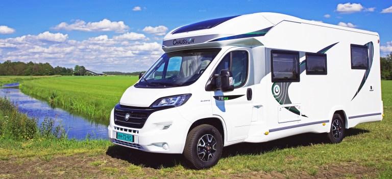 Links voor Chausson 718 XLB VIP te koop bij Campers Noord