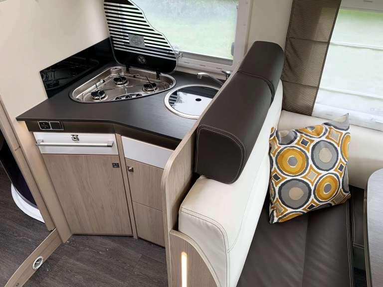 Keuken Chausson 718 XLB VIP te koop bij Campers Noord