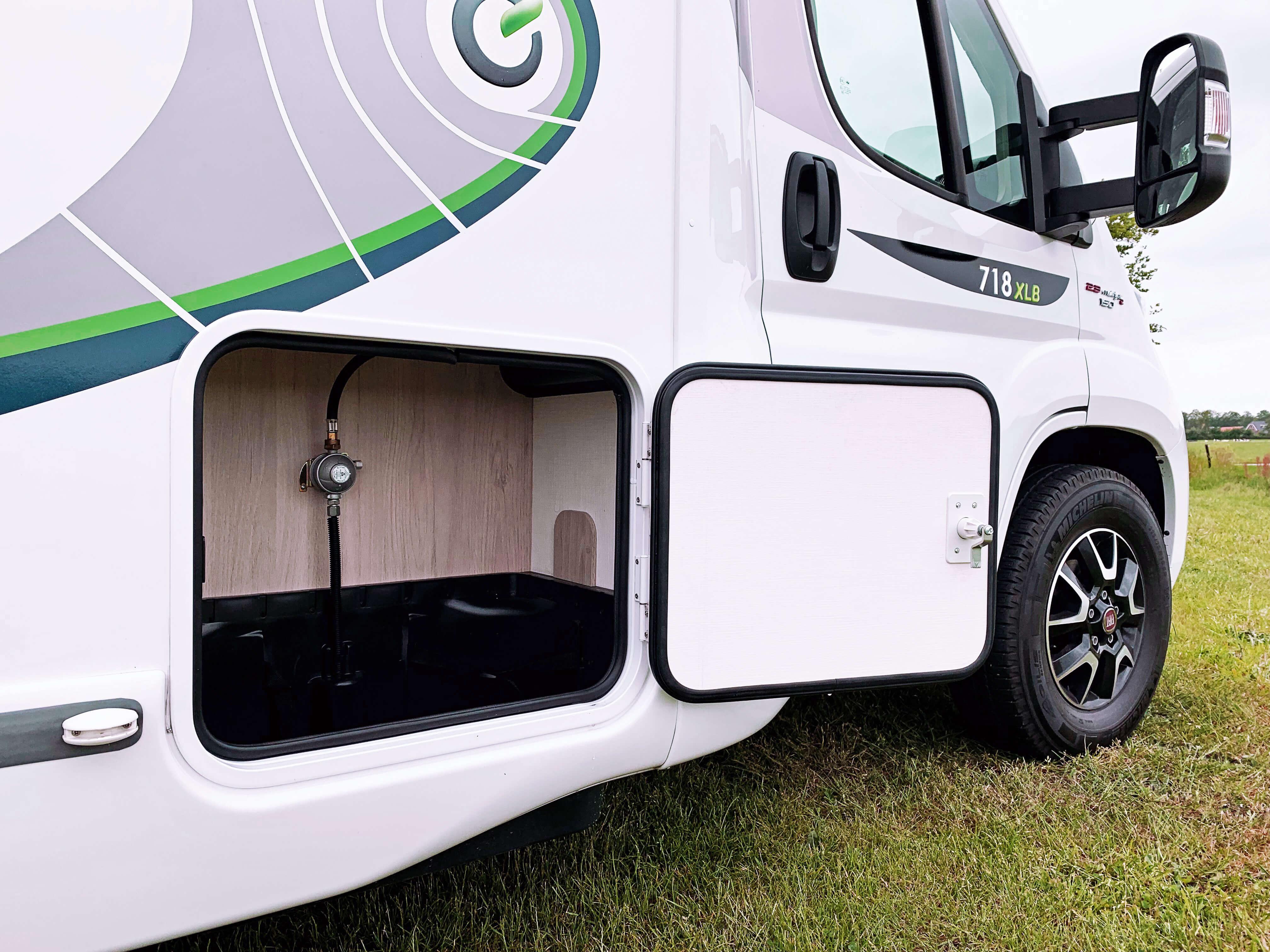 Gasberging Chausson 718 XLB VIP te koop bij Campers Noord