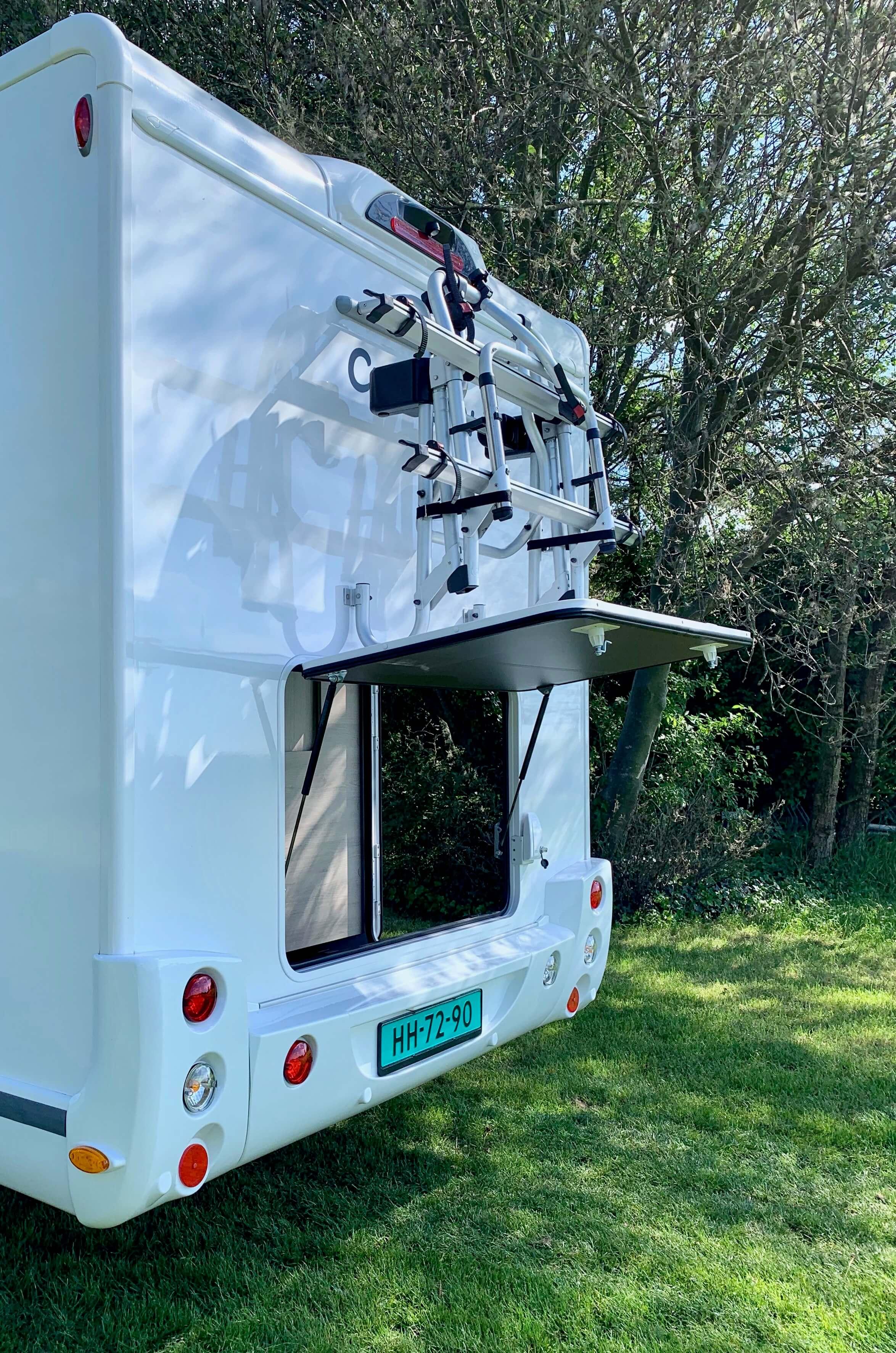 Achterzijde Chausson 718 XLB VIP te koop bij Campers Noord