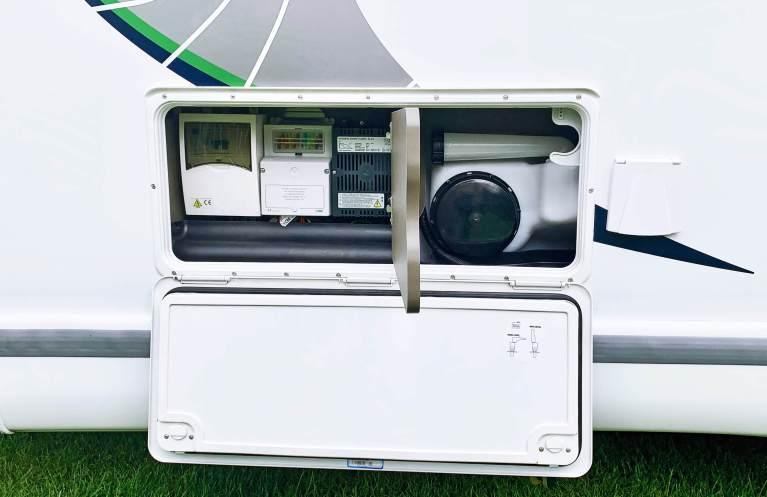 Serviceluik Chausson 718 XLB VIP te koop bij Campers Noord