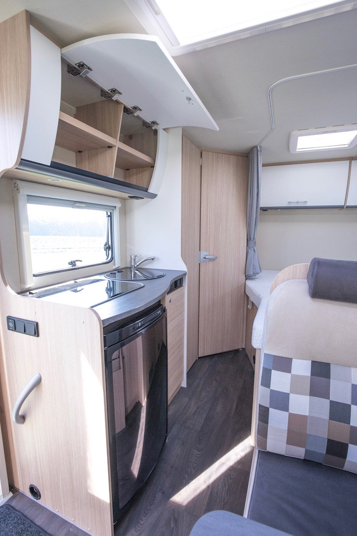 Sunlight T58 2018 keuken Campers Noord