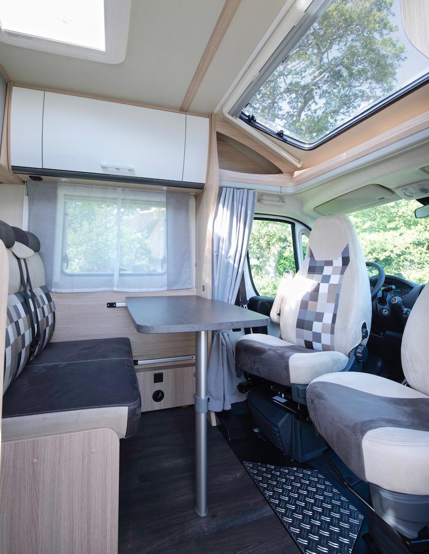 Sunlight T58 2018 rondzit Campers Noord