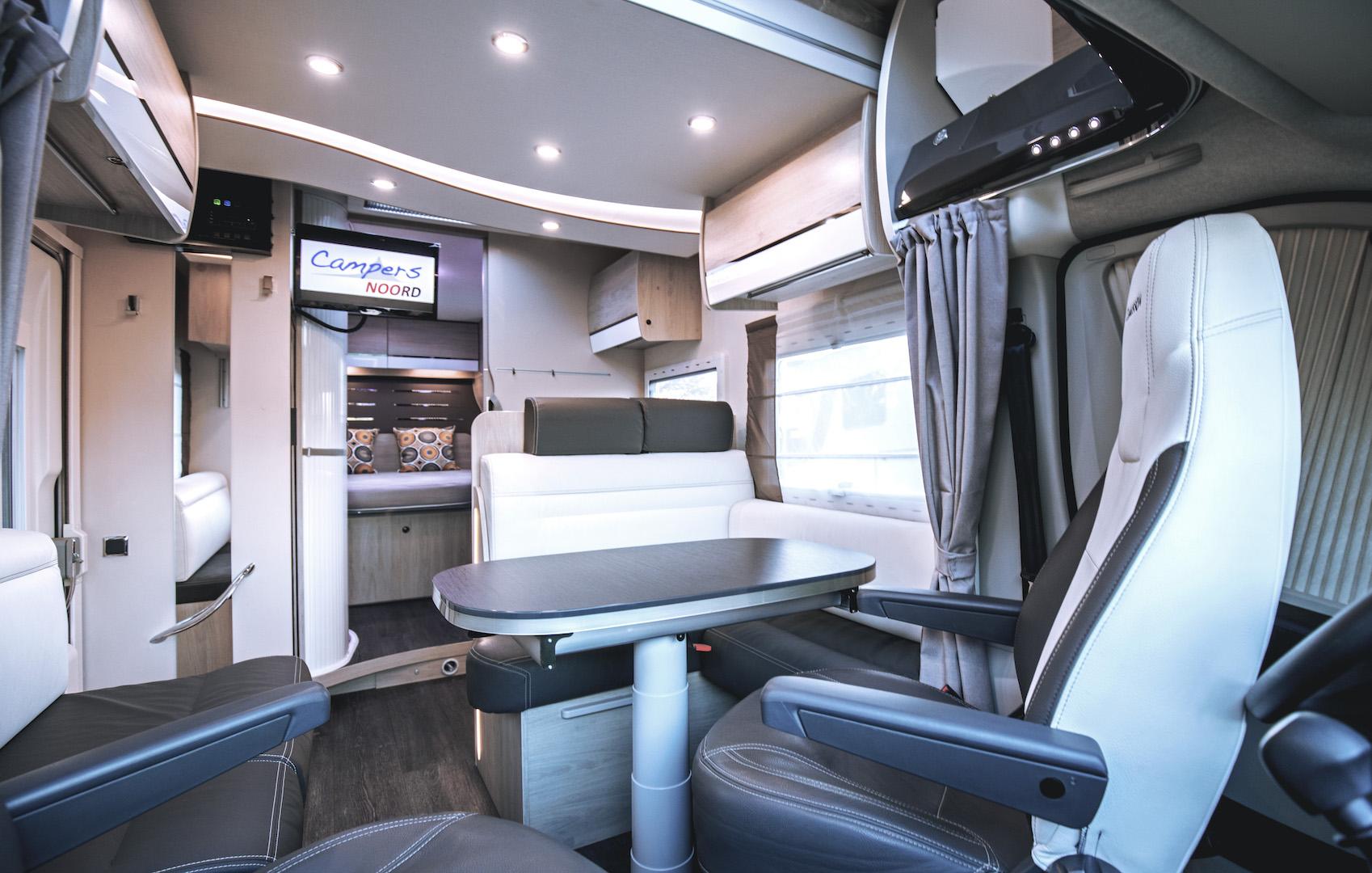 Rondzit Chausson 718 XLB VIP te koop bij Campers Noord