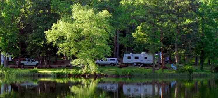 RV-long-shot-on-lake