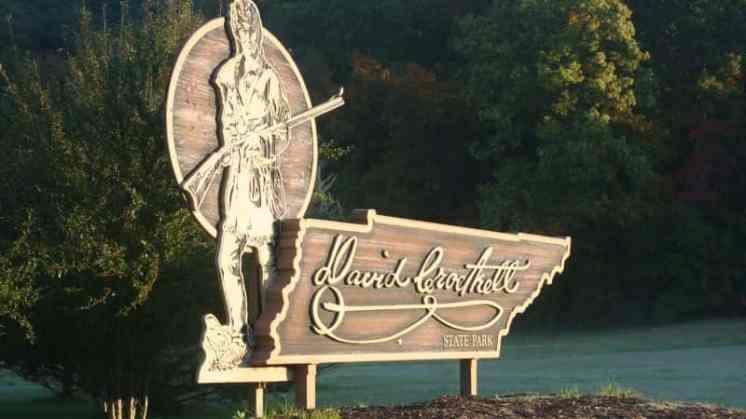 david-crockett-statepark-sign