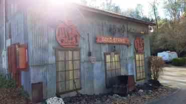 gold-strike-village-01