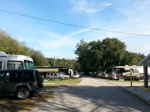 Happy Traveler RV Park in Thonotosassa Florida Roadway