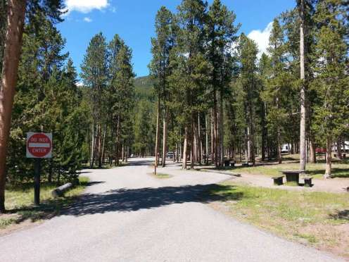 madison-campground-yellowstone-national-park-roadway