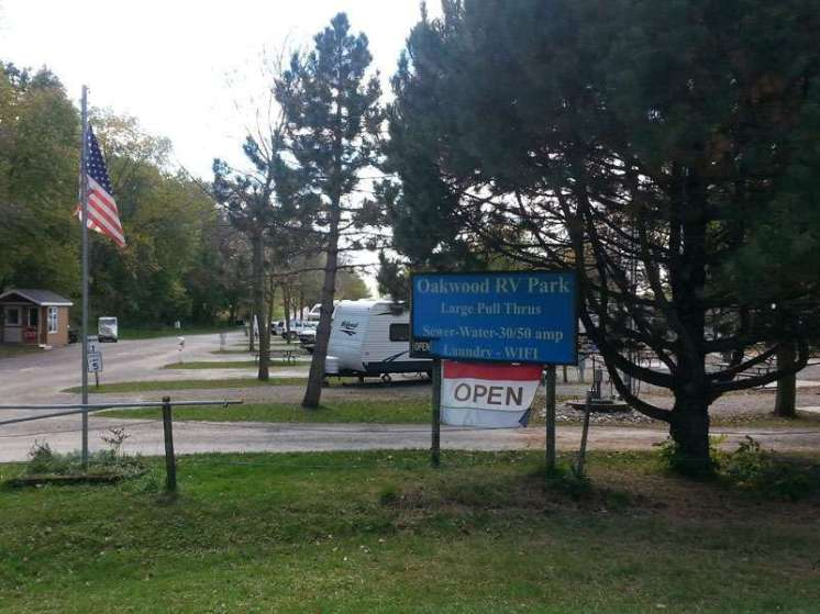 Oakwood RV Park in Clear Lake Iowa Sign