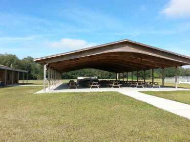 River Palm RV Resort in Thonotosassa Florida Picnic Area