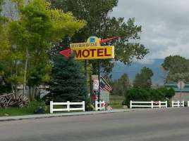riverside-motel-rv-park-ennis-montana-sign